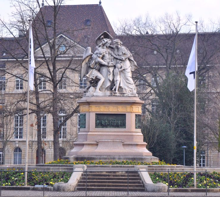 Strassburger Denkmal am Bahnhofplatz in Basel